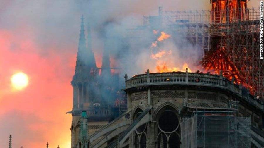 互动百科4月十大热词  巴黎圣母院大火!救个火真的很难