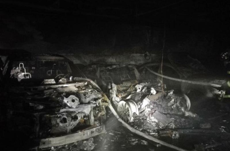 西安蔚来授权服务中心维修中ES8发生燃烧