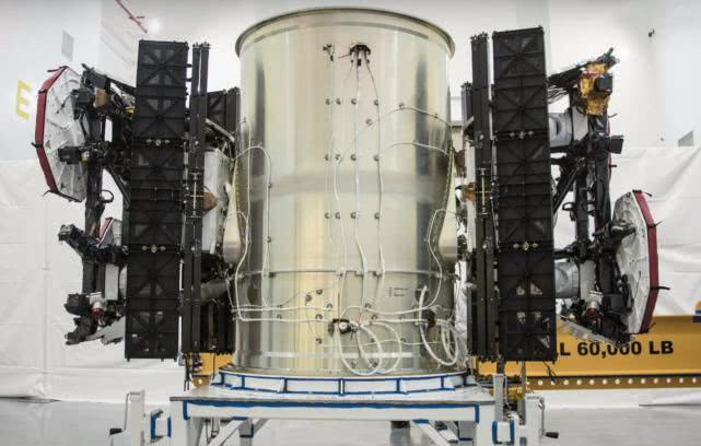 SpaceX首批Starlink联网卫星拟5月在佛州发射