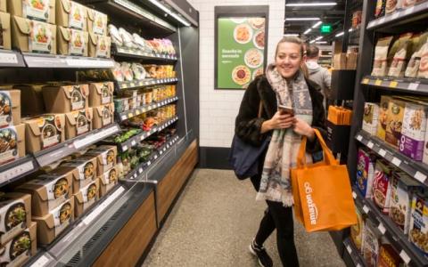 亚马逊拟2020年开设同名品牌杂货店 仍靠人结账