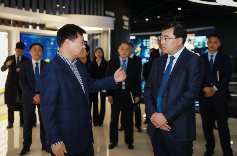 伊利董事长潘刚到访苏宁总部,张近东:推动全场景全产品协同