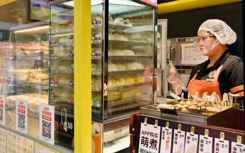 """便利蜂大数据揭秘""""早餐中国"""":北京人爱喝粥,上海人爱咖啡配烧饼"""