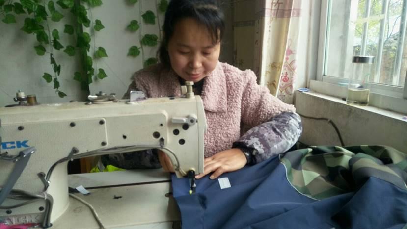 给中国女工寄台缝纫机,她能还你一条拯救世界的生产线