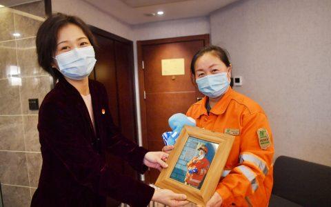 """去哪儿网发起""""过个好年""""公益行动 为留京环卫女工提供3晚爱心酒店"""