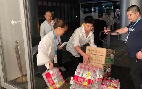 盒马为郑州东站滞留旅客筹备保障物资,并向抗洪一线人员提供1.7万份生鲜食品