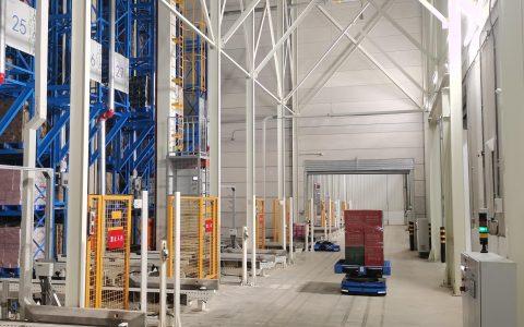 天猫超市启用华中最大机器人仓库  机器人扛12箱矿泉水2分钟下10楼