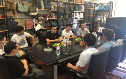 苏宁拼购商家可通过苏宁易购系统进入抖音小店,享受直播红利